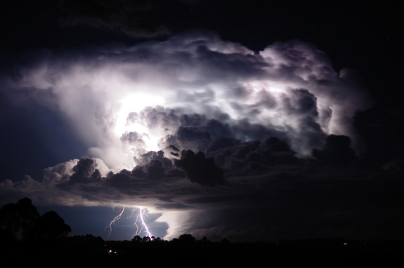 lightning_strikes_storm_cloud